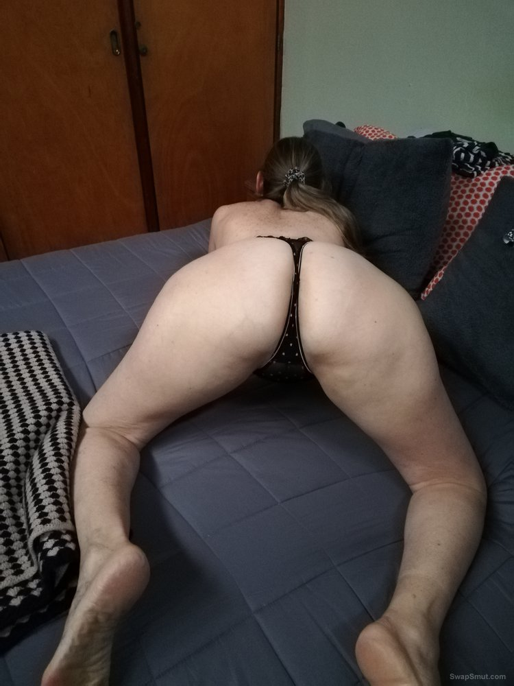 Laury showing her butts and asshole