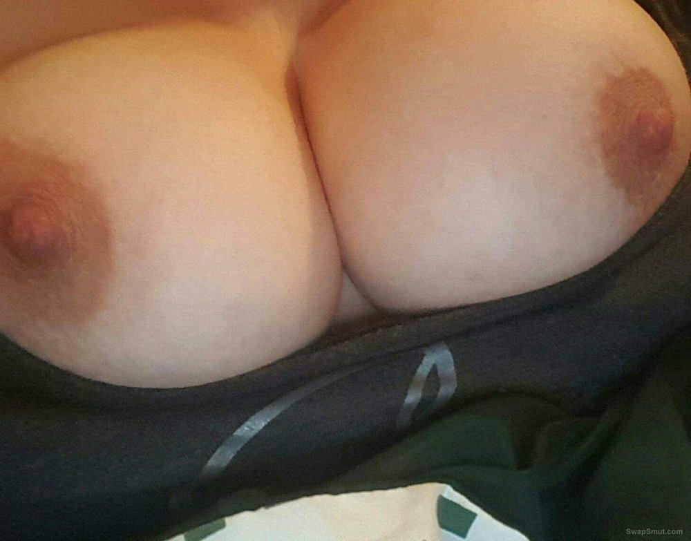 Wife takes sexy picture for everyone to see