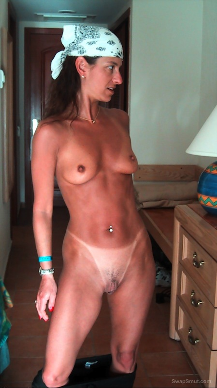 Brunette hot wife revealing all home erotic photos
