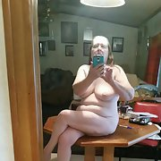 Naughty betty Lou naked, want some looking for hung-well men