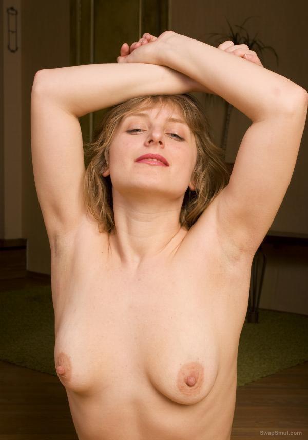 MAXINE: Nude bushy blonde pussy