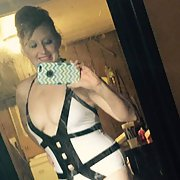 I'm a redhead wife looking for a brother to use me