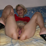 Horny wife likes to show off, fuckholes, fucking and cock sucking, please enjoy