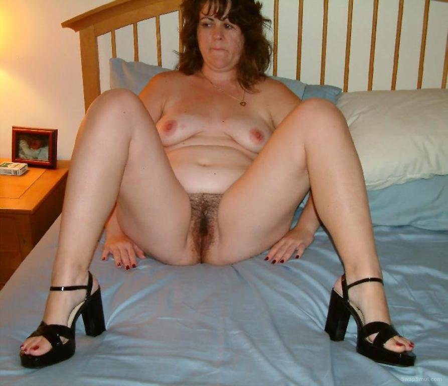 Real mommy posing naked are