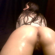 Wife poses with her ass covered in oil