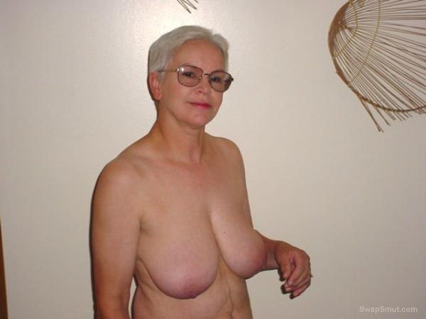 Sexy nude pics of demi lovato