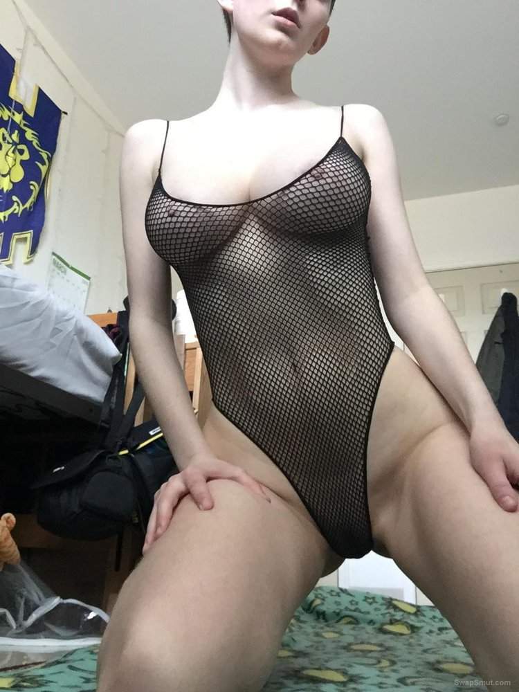 YOUNG SLUT DOING THIS FOR YOU