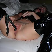 Mature kinky mom has pvc fetish masturbating using leather whip