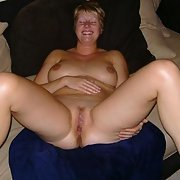 UK wife and mum Carla fully naked