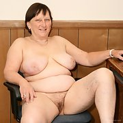 Roberta Granny BBW slut showing her tits and pussy amateur pics