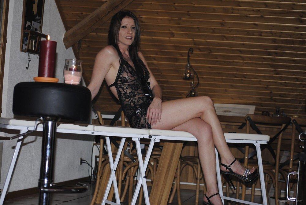 Dark haired sensuous lady erotic photos