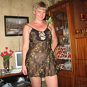 Stunning milf posing and showing of her mature body naked