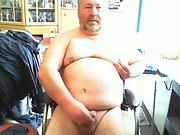 Günther Meindl die Fette-Geile-Sau wichst seinen mini Schwanz